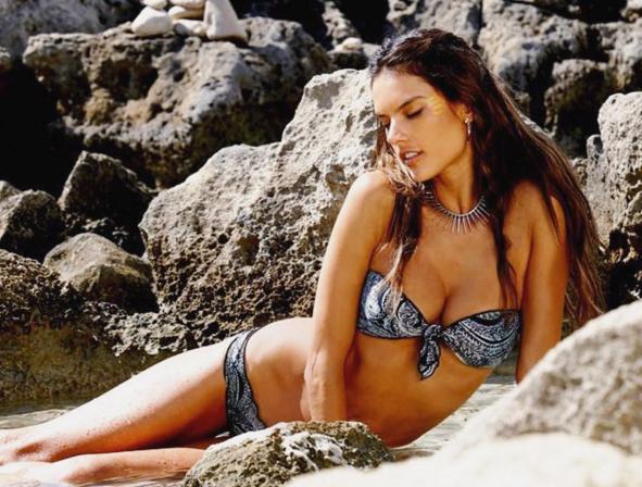 Alessandra Ambrosio pose entièrement nue !