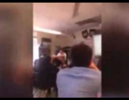 VIDEO – Un prof grillé par ses élèves !