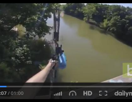 VIDEO – Il pêche un poisson avec un arc à flèches !