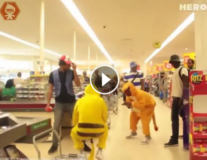 VIDEO: une bataille de Pokemons dans un supermarché !