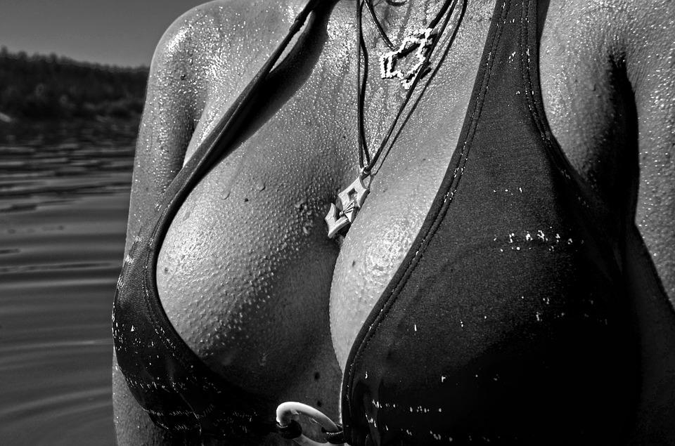 Montrez ces seins que je saurai voir ! (PHOTOS)