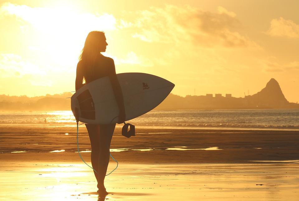 A la découverte des plus jolies surfeuses ! (PHOTOS)