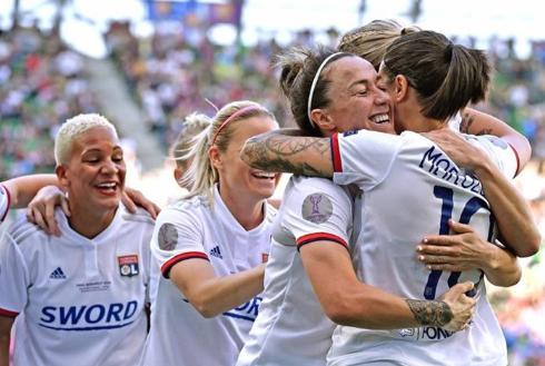 INCROYABLE: L'Olympique de Lyon remporte la Ligue des Champions !