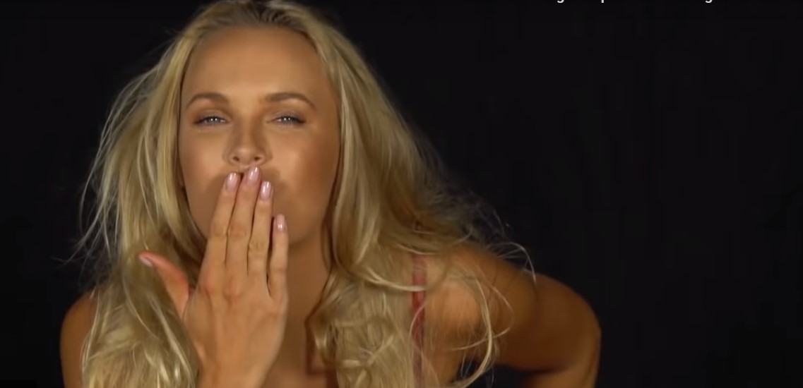 Quand Caroline Wozniacki posait ENTIEREMENT nue… (PHOTOS et VIDEOS)